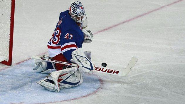 Brankář New York Rangers Martin Biron. Ve Švýcarsku dostal sedm gólů.