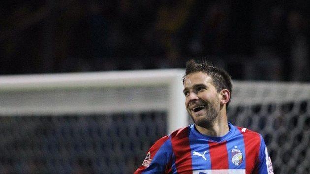 Plzeňský Marek Bakoš se raduje z gólu.