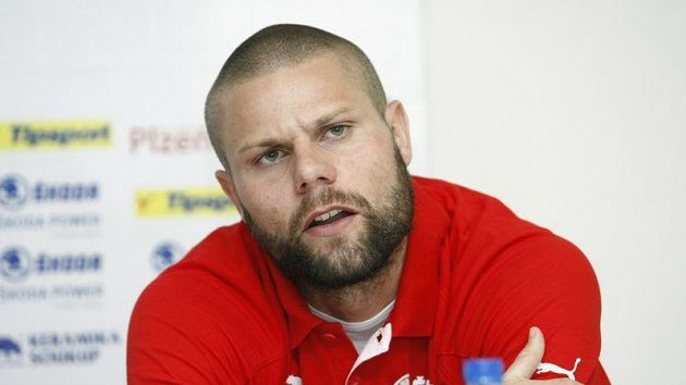 Fotbalista Plzně David Bystroň dopoval.