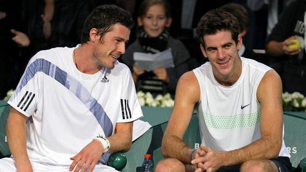 Ruský tenista Marat Safin (vlevo) odehrál poslední zápas své kariéry proti Juanu Martínu del Potrovi z Argentiny na turnaji v Paříži.