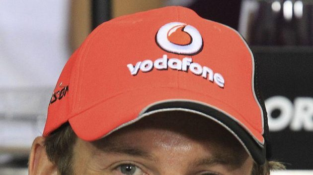 Jenson Button na opožděné tiskovce v Sao Paulu.