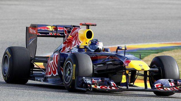Pilot stáje Red Bull Sebastian Vettel za volantem monopostu RB7 pro sezónu 2011.