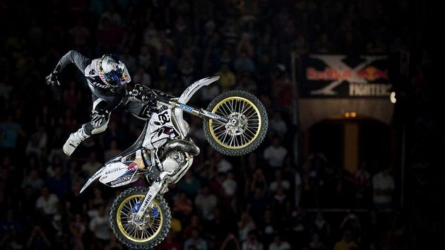 Robbie Maddison točí Volt Body Varial při X-Fighters v Madridu.