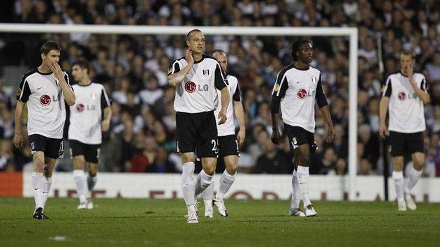 Fotbalisté Fulhamu v domácím duelu s Manchesterem United doslova zkolabovali.