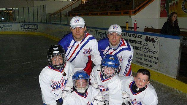 Trenéři Hockey Talent Academy se svými svěřenci