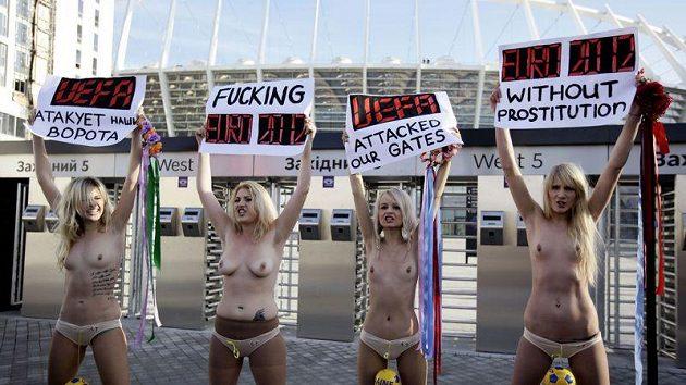Ukrajinské aktivistky z hnutí FEMEN žádají EURO 2012 bez prostituce.