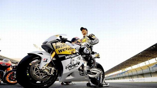 Hiroši Aoyama s novým motocyklem Honda.