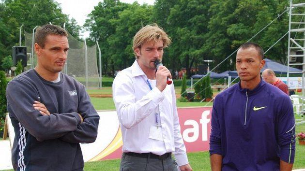 Bývalý desetibojař Josef Karas si v Kladně vyzkoušel roli atletického moderátora, zpovídal i olympijské šampiony Romana Šebrleho a Bryana Claye.