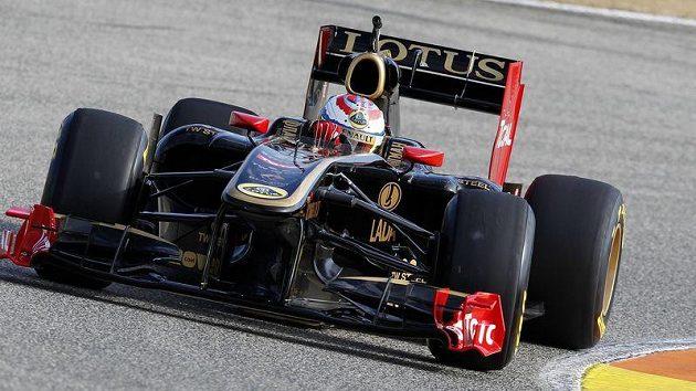 Pilot týmu Lotus Renault Vitalij Petrov během testů ve Valencii