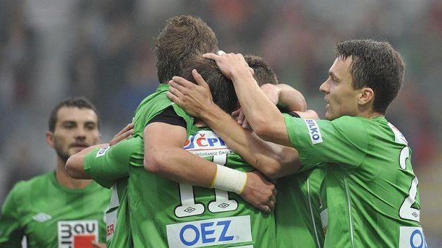 Fotbalisté Jablonce se radují z gólu - ilustrační foto.