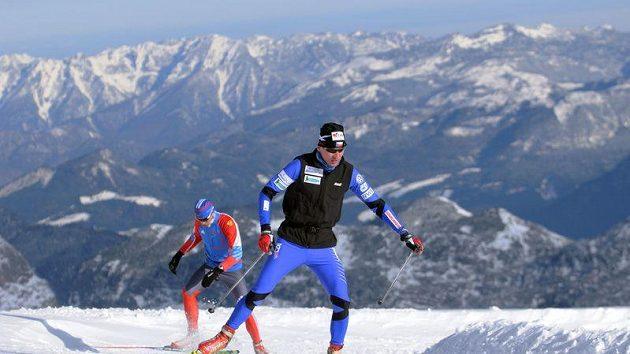 Lukáš Bauer (vpředu) při tréninku na dachsteinském ledovci.
