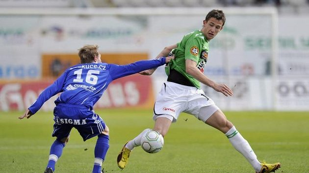 Tomáš Pekhart (vpravo) rozhodl dvěma góly o výhře Jablonce v derby nad Ústím.