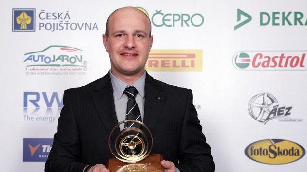 Tomáš Enge s trofejí Zlatý volant
