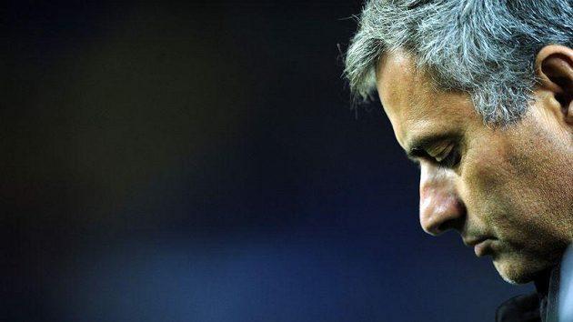Trenér José Mourinho se po vyřazení z Ligy mistrů skrývá a nemluví.