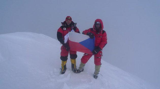 Vrchol! Libor Uher (vlevo) a Radek Jaroš na Gasherbrumu I.