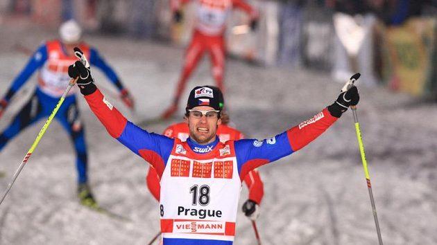 Dušan Kožíšek se raduje z postupu do finále sprintu Tour de Ski v Praze