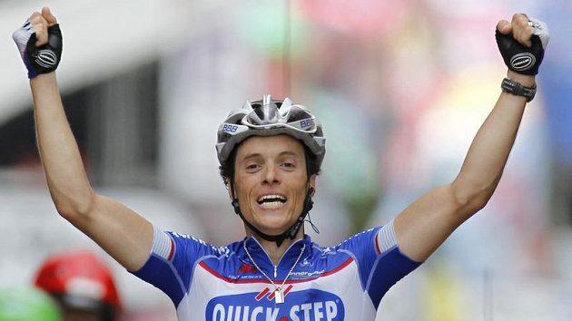 Francouz Sylvain Chavanel se raduje v cíli druhé etapy Tour.