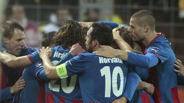 Fotbalisté Plzně se radují z gólu do sítě Borisova v 5. kole Ligy mistrů.