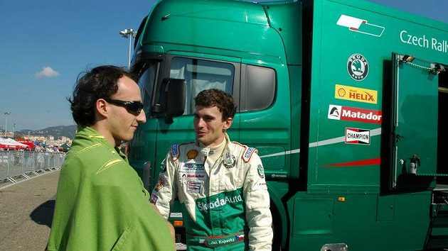Robert Kubica hovoří s českým pilotem továrního týmu Škoda Motorsport Janem Kopeckým (vpravo).