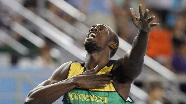 Jamajčan Usain Bolt oslavuje triumf ve sprintu na 200 metrů na MS v korejském Tegu.