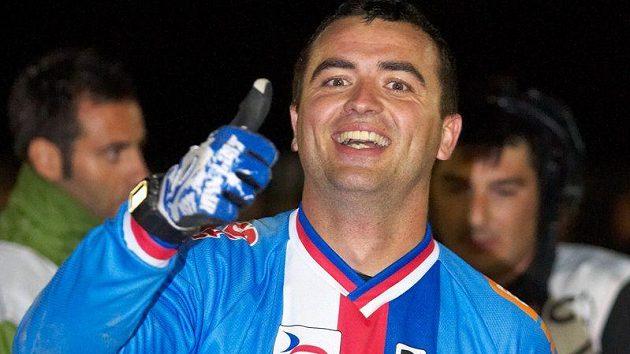 Michal Prokop ukazuje, kdo se stal mistrem světa ve fourcrossu.