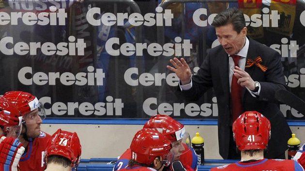 Trenér Vjačeslav Bykov na střídačce. V této sezóně ruský tým třikrát porazil české mužstvo na Euro Hockey Tour.