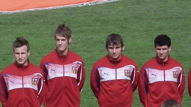 Češi nastupují, Roman Haša druhý zprava.