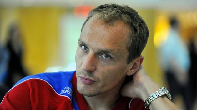 Brankář fotbalové reprezentace Jaroslav Drobný si zlomil prst a mezi tyčemi bude nějaký čas chybět.