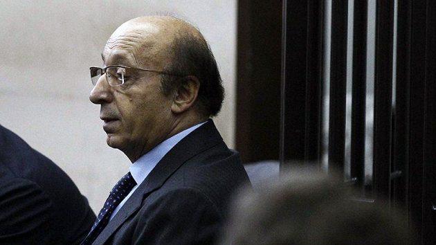 Luciano Moggi před neapolským triubunálem čeká na soudní verdikt. Nakonec byl odsouzen za podvody ve fotbale na pět let a čtyři měsíce.