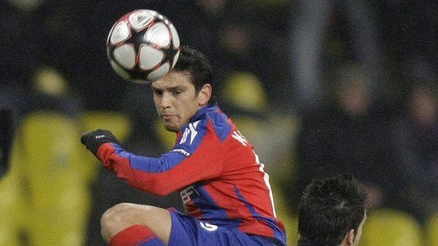 Mark Gonzalez (nahoře) z CSKA Moskva a Alvaro Negredo ze Sevilly. Ilustrační foto.