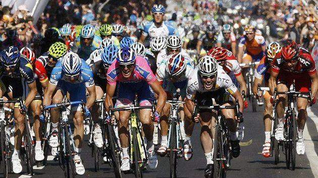 Cyklisté během etapy závodu Giro d´Italia