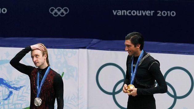 Jevgenij Pljuščenko (vlevo) a zlatý Evan Lysacek