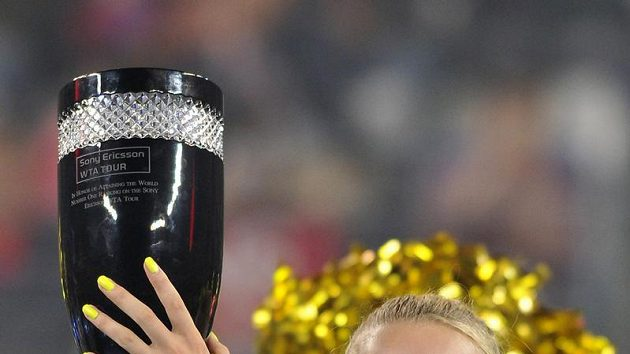 Dánka Caroline Wozniacká se po třetím kole turnaje Pekingu vyšvihla na první místo ženského tenisového žebříčku.