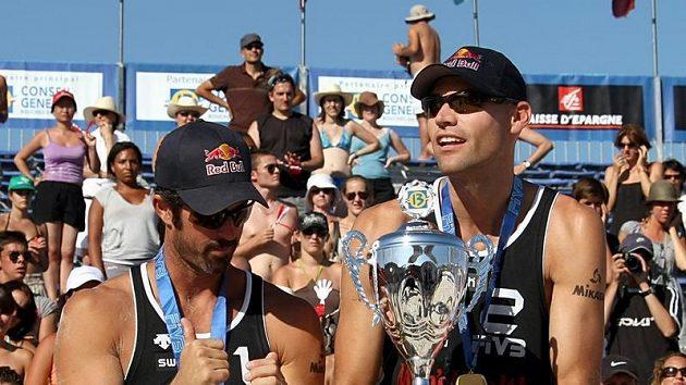 Americká dvojice plážových volejbalistů Phil Dalhausser (vpravo) a Todd Rogers. Archivní foto.
