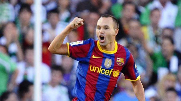 Barcelonský Andres Iniesta oslavuje gól - ilustrační foto.