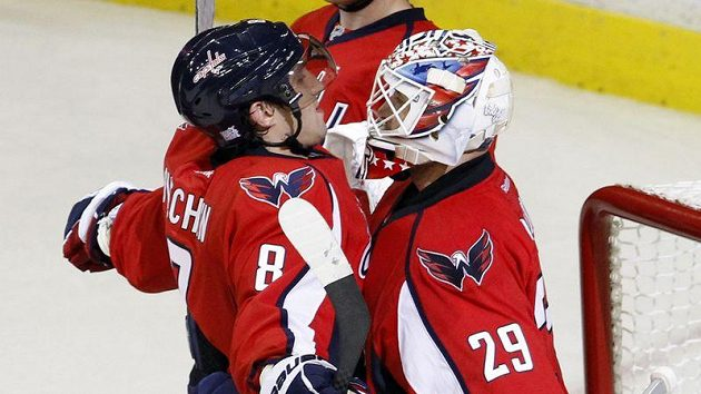 Dvě největší hvězdy hokejistů Washingtonu - Alexandr Ovečkin a Tomáš Vokoun