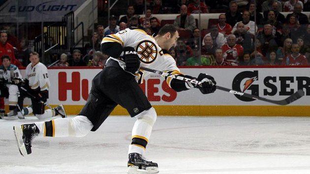 Slovák Zdeno Chára z Bostonu má nejtvrdší střelu z hráčů NHL.