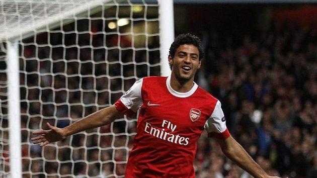 Carlos Vela z Arsenalu se raduje z branky