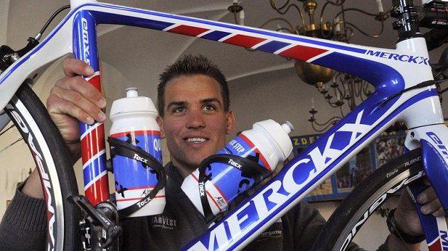 Dvojnásobný mistr světa v cyklokrosu Zdeněk Štybar ukazuje silniční kolo.