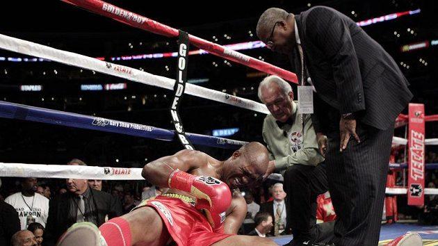 Zraněný boxer Bernard Hopkins.
