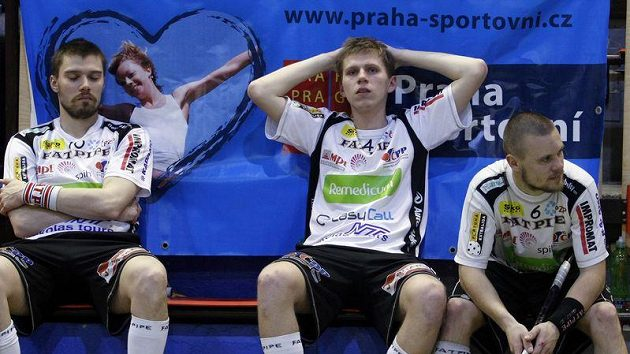 Zklamaní florbalisté Ostravy po finále s Tatranem