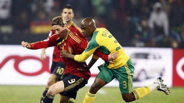 Španěl Torres (vlevo) v souboji s Masilelou z JAR.