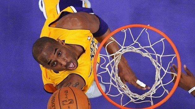 Basketbalista Los Angeles Lakers nedali šanci Dallasu.