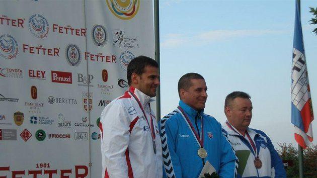 Stříbrný David Kostelecký (vlevo) na ME v Bělehradu.