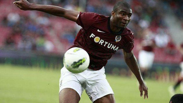 Útočník Sparty Léonard Kweuke při utkání Evropské ligy s FK Sarajevo, jemuž nasázel hattrick.