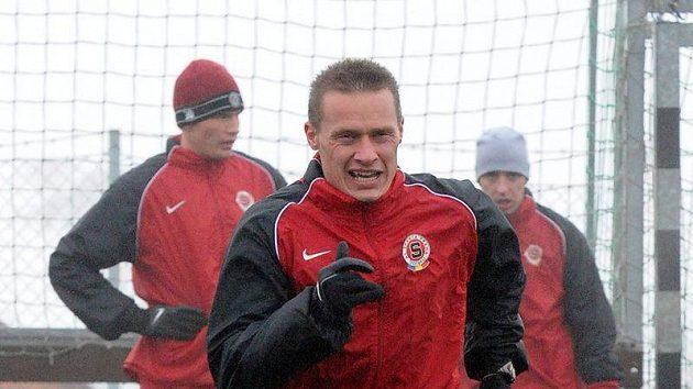 """První """"sparťanské"""" kilometry na horách polyká také čerstvá posila týmu Tomáš Zápotočný."""