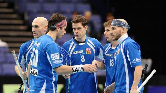 Je hotovo. Čeští florbalisté po vítězném utkání s Japonskem.