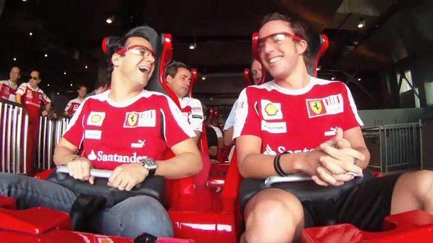 Piloti Ferrari Felipe Massa (vlevo) a Fernando Alonso na horské dráze