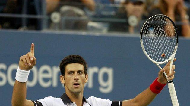 Novak Djokovič bude hrát finále US Open až v pondělí, do Srbska proto dorazí později.