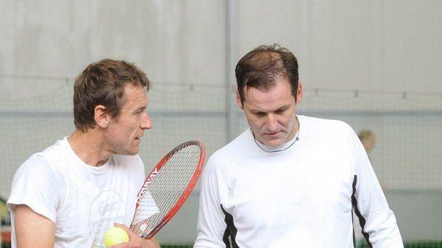 Mats Wilander (vlevo) při tréninku s Karlem Nováčkem.